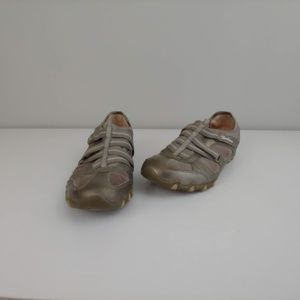 Womens 7.5 Skechers shoes slip on gray beige